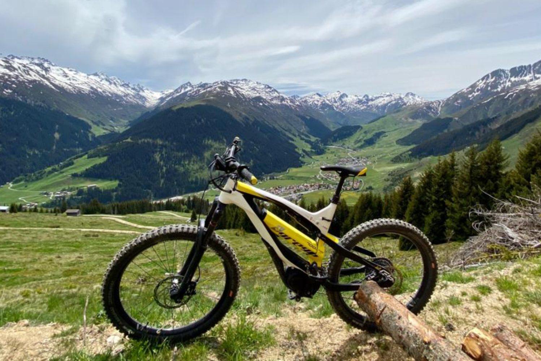 E-Mountainbike-Abenteuer: Warum sind die Zürcher Trails und das Greyp E-MTB die perfekte Kombination?